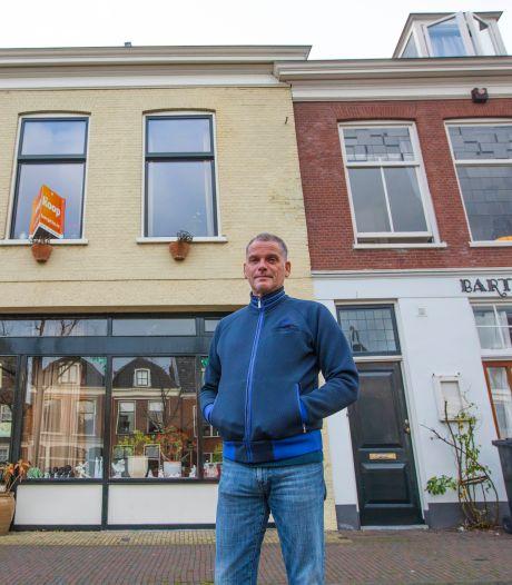 Reinier ontsnapt na 32 jaar uit drukke randstad en verkoopt huis aan Delftse gracht met 'fijne energie'