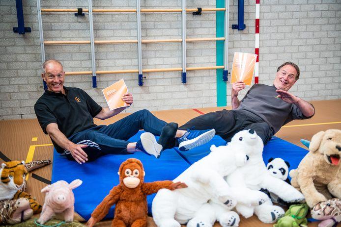 Arno Zahradnik (links) en Yos Loten ontwikkelden een landelijke campagne om kinderen veilig te leren vallen.