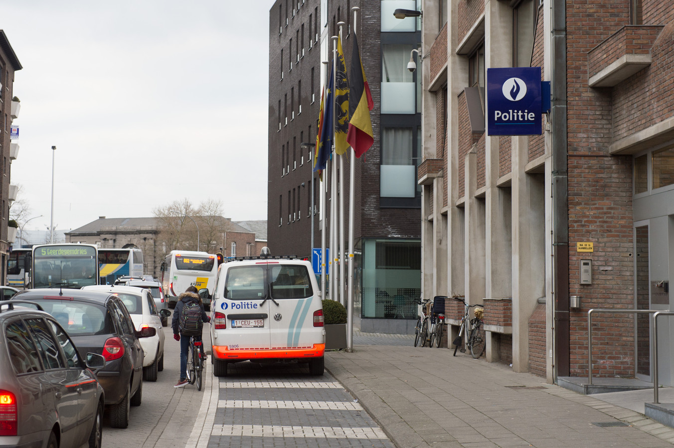 Het politiekantoor van de politiezone Mechelen-Willebroek in de Frederik de Merodestraat in Mechelen.