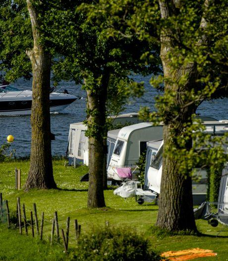 Campings langs water en in boomgaard stromen snel vol: 'Ontdek je plekje in eigen land, dat zie ik hier vaak gebeuren'