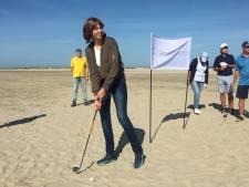 Lionsclub S-D haalt dik 35.000 euro op met golfstrijd op het strand