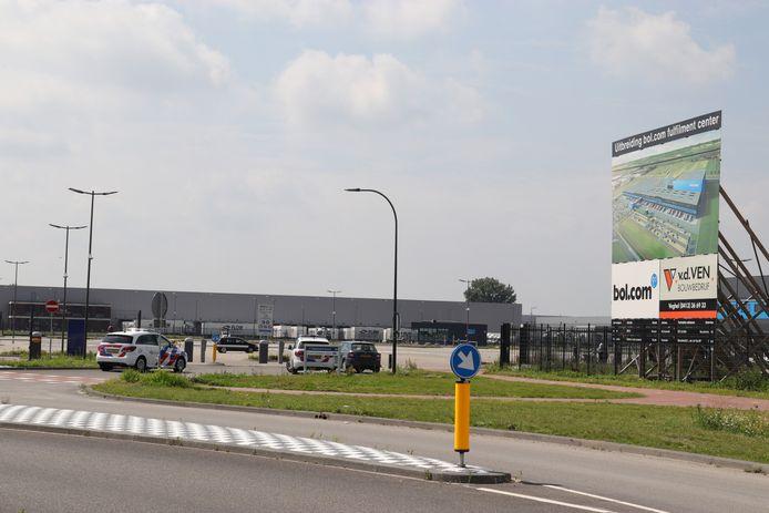 Gewapende overval op distributiecentrum aan de Pakketweg in Waalwijk.