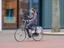 Zoveel boetes zijn er in jouw woonplaats uitgedeeld voor appen achter het stuur of op de fiets