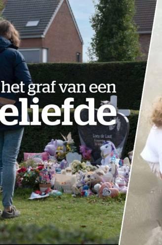 """André (38) en Nathalie (35) aan het graf van dochter Loes (7), het meisje van de eenhoorns: """"We komen hier nog een beetje zorgen voor haar"""""""