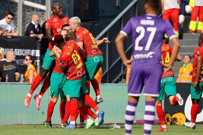 KV Oostende-spelers vieren de 2-0.