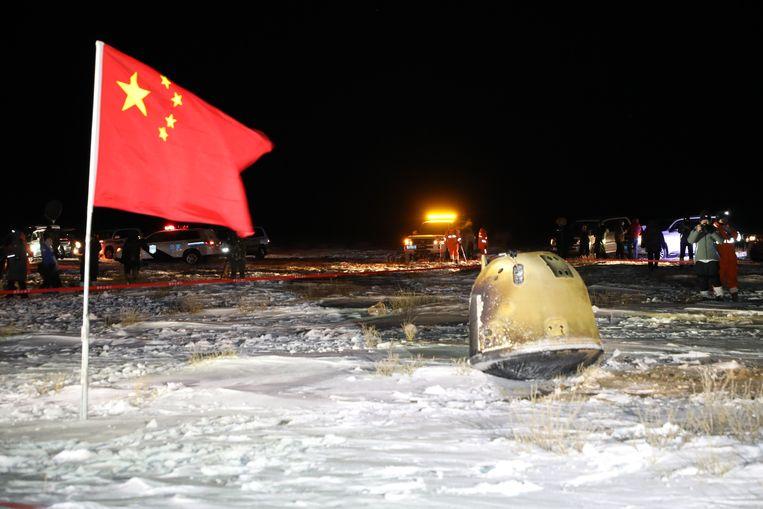 La capsula lunare (a destra) è tornata sulla Terra lo scorso dicembre.  CNSA. immagine