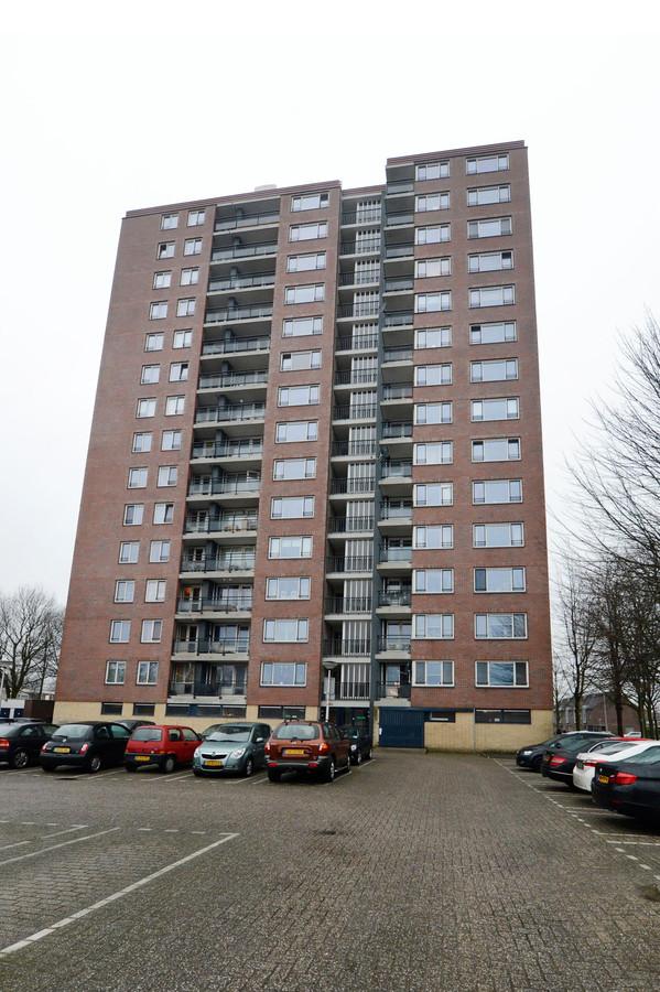 De flat in de Enschedese wijk Deppenbroek die Onur uitkoos om zichzelf van het leven te beroven.