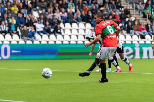 In de KKD scoorde Bruijn 6 van zijn 7 strafschoppen. De eerste in de eredivisie belandt op de paal.