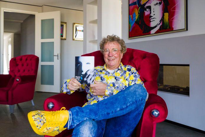 Henk Cornelisse belicht in zijn boek Glamour & intriges, soms met een knipoog, de schoonmaakbranche.