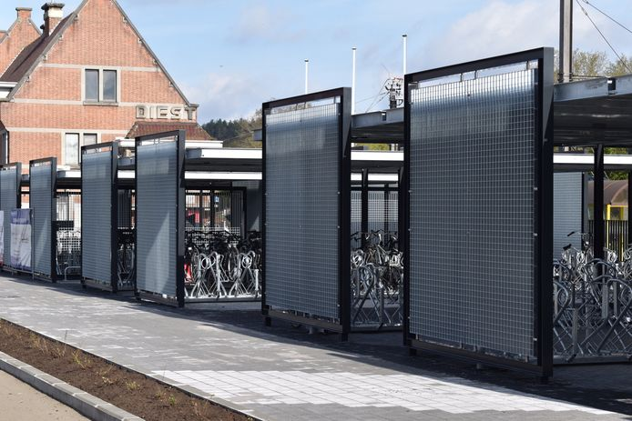 Fietsenstalling aan het station in Diest.