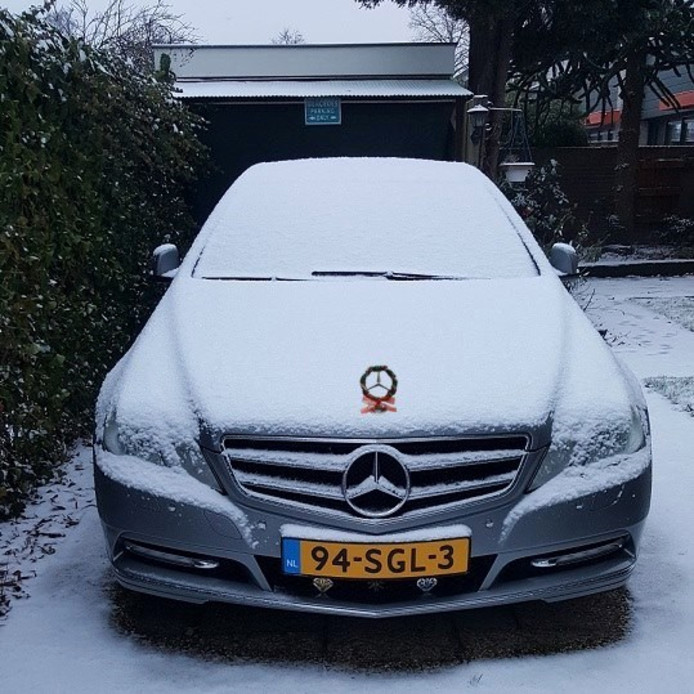 De auto stond helemaal klaar voor de kerst.