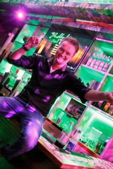 Kroegbaas Jaap kan niet wachten tot het zaterdag is: 'Als je je vrijdag laat testen kun je veertig uur feesten'