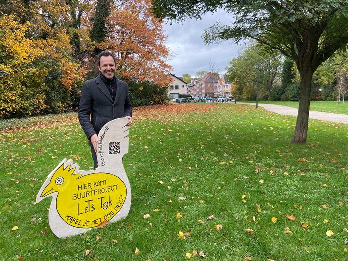 Schepen van Groen Joost Venken stelt het nieuwe buurtproject 'Let's Tok' voor.