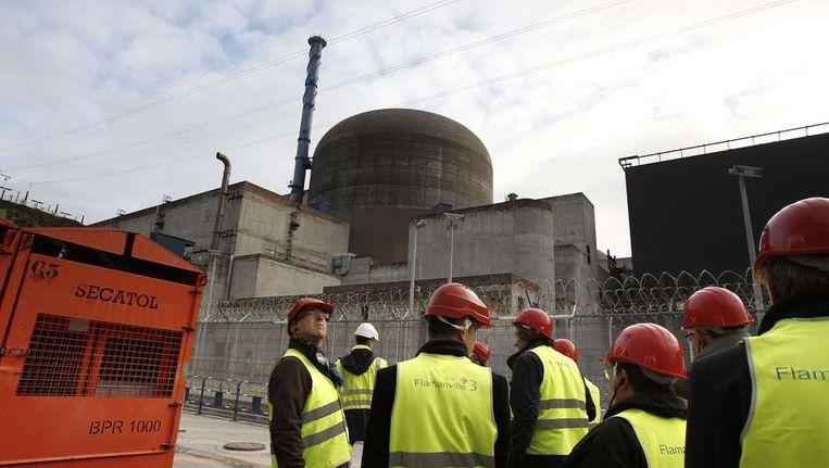 De in aanbouw zijnde kernreactor in Flamanville. Volgens het staatsenergiebedrijf EDF gaat de centrale 8,5 miljard euro kosten in plaats van 3,3 miljard. Beeld afp