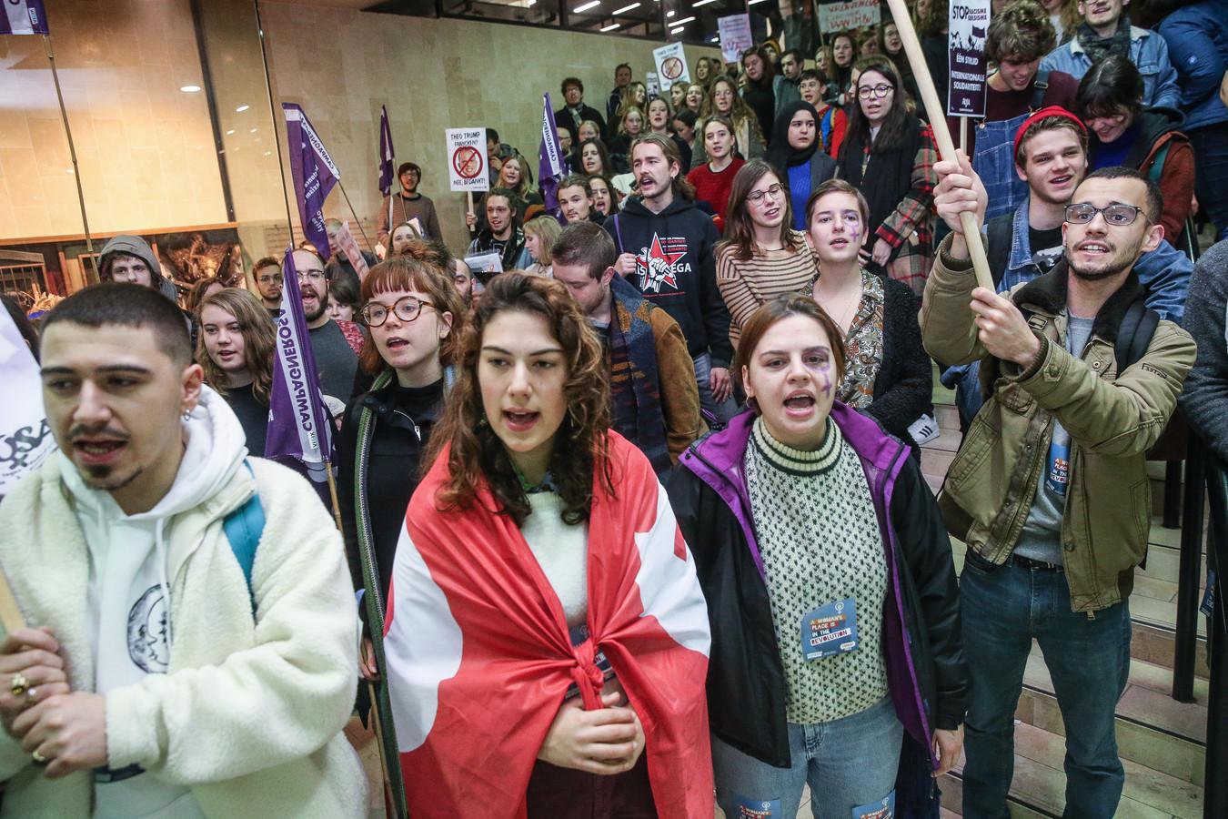 Studenten voeren aan de universiteit van Gent actie tegen seksisme.