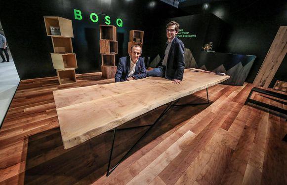 Bert Leysen en Louis Busschop van Bosq aan een Tafel van A.