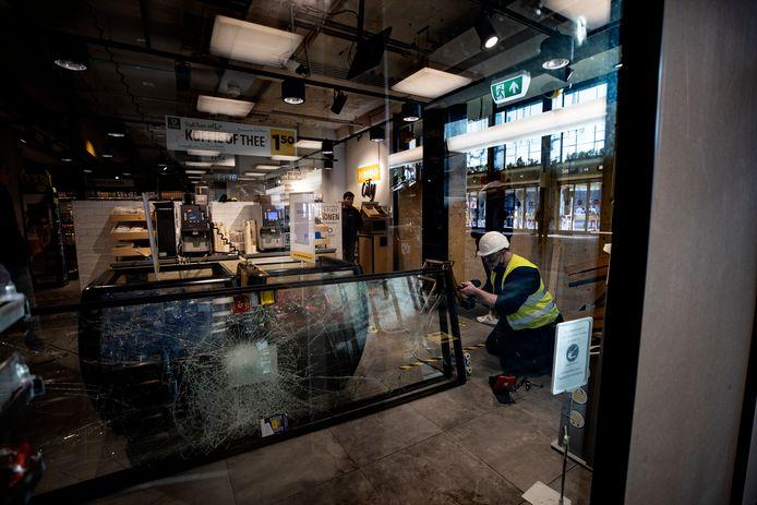 De Jumbo-supermarkt in het Eindhovense station liep forse schade op bij de rellen van 24 januari.