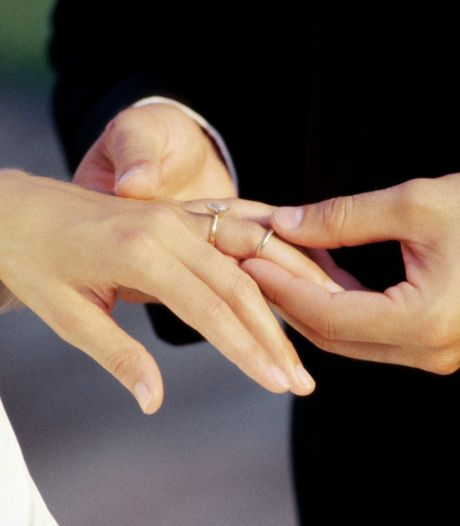 Politie legt trouwfeest stil in Heeswijk-Dinther