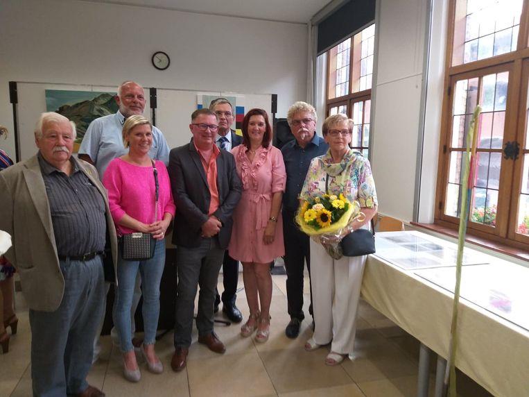 De expo over Sylveer Maes in het Oud Stadhuis werd geopend door leden van het schepencollege en Anny Devriendt, schoondochter van Sylveer.