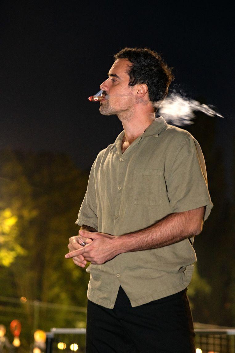 'Het mooie weer, daar horen sigaren bij. De lucht in Puerto Rico is dik en zwanger, de rook lijkt langer in het ijle te hangen: je vóélt het als je erdoor stapt. Héérlijk.' Beeld PETRA KATANIC