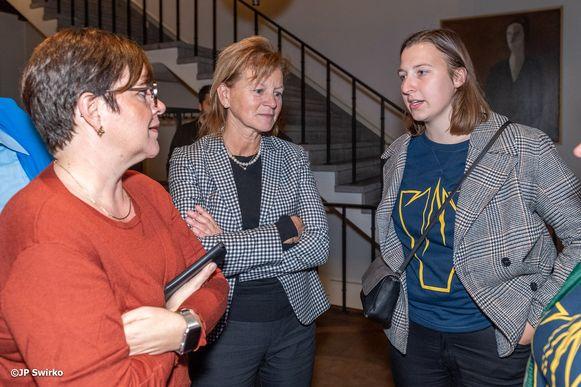Ann Van De Steen (midden).