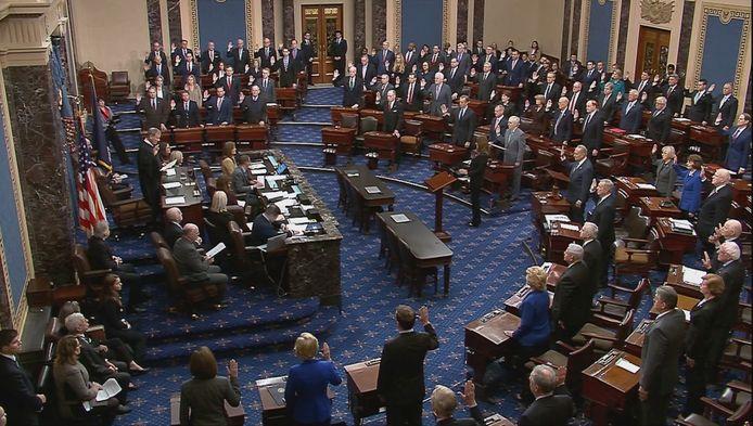 Opperrechter John Roberts en de honderd senatoren legden vanavond de eed af.