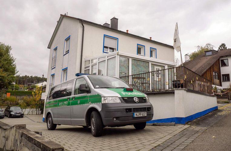 Het huis van waaruit P. de agenten onder vuur nam. Beeld afp