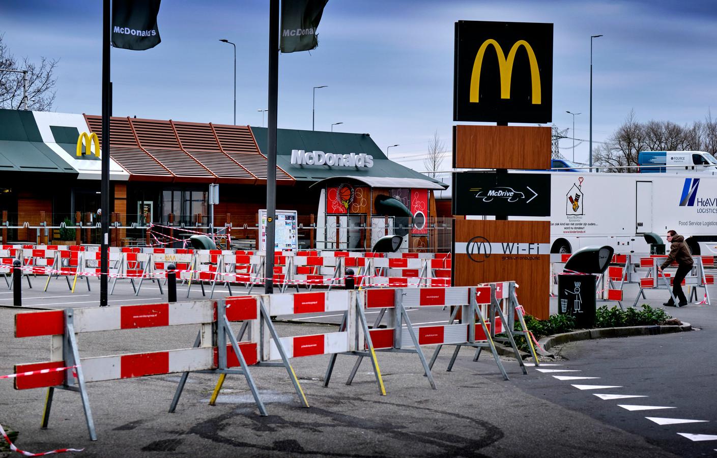 Het slachtoffer moest zich van de afpersers melden bij de MacDonald's op de Rijksstraatweg in Dordrecht voor verder instructies.