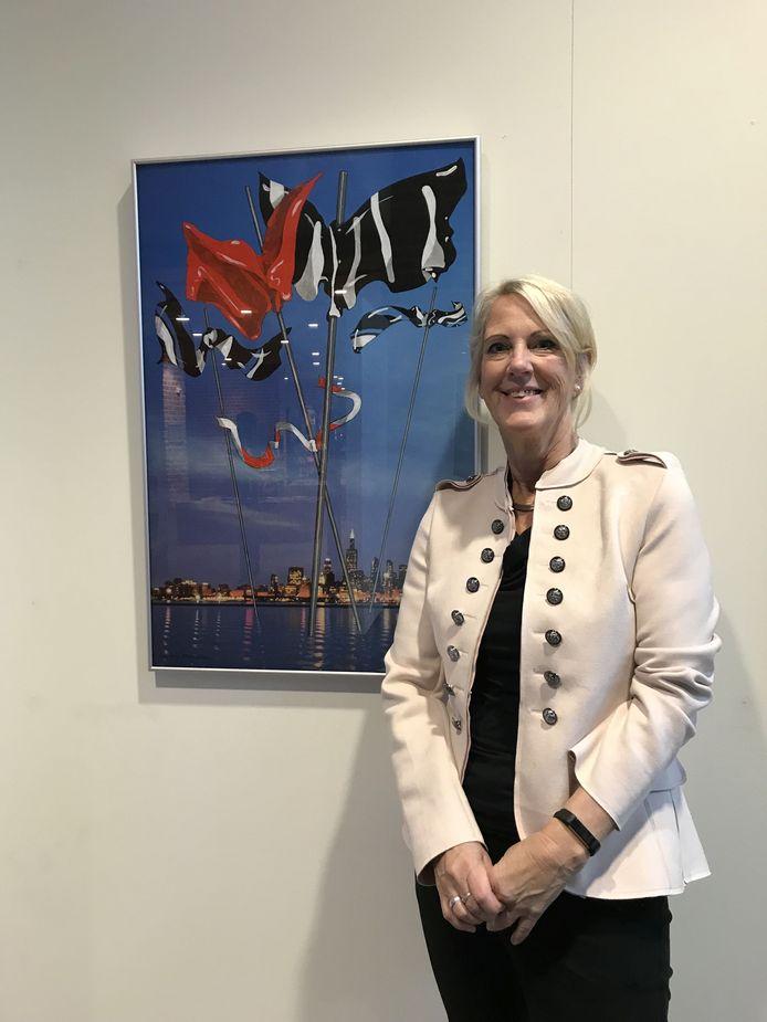 De Hellendoornse cultuurwethouder Anja van den Dolder vindt dat de ruim kwart miljoen euro voor de cultuur in Hellendoorn naar deze sector moet gaan.