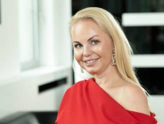"Lesley-Ann Poppe (42) laat in haar portemonnee kijken: ""Ik beleg al 10 jaar in goud"""