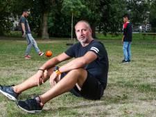 Alex uit Deventer gaat voetbalcrisis te lijf met het aloude pleintjesvoetbal