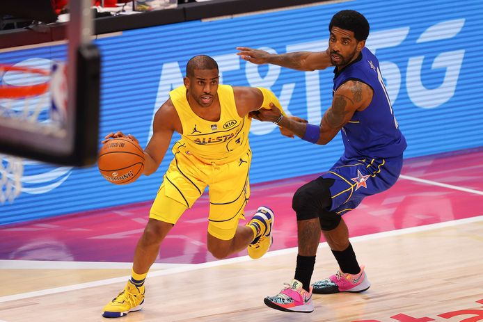 Chris Paul (links) en Kyrie Irving.