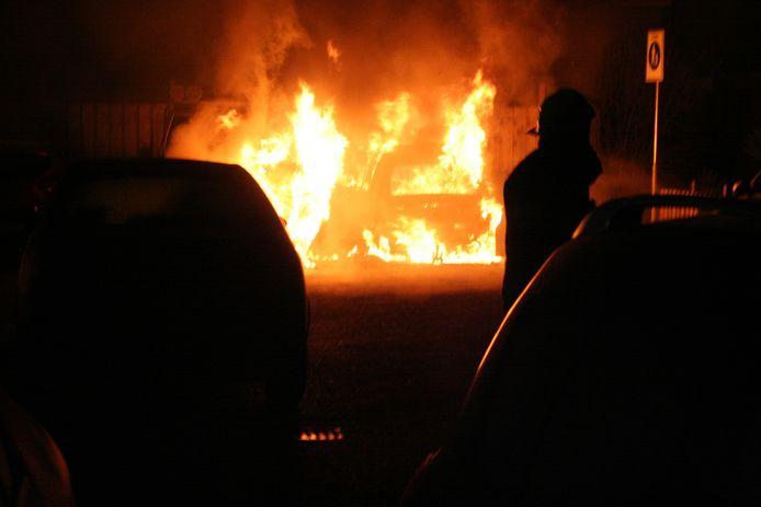 De autobrand aan de Vurenlaan in Tiel.