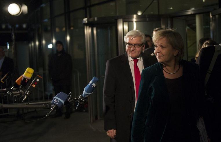 SPD-vertegenwoordigers Hannelore Kraft en Frank-Walter Steinmeier na de coalitiebesprekingen. Beeld AFP