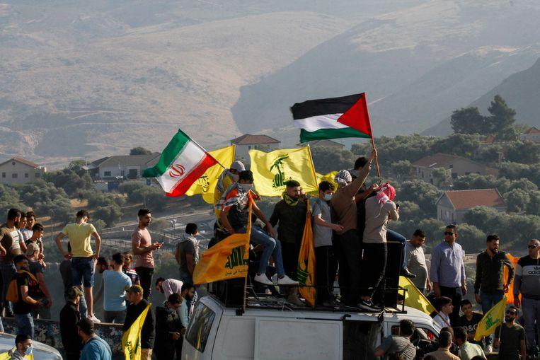 Tetangganya, Lebanon, juga terlibat dalam konflik tersebut.  Orang-orang Palestina dan Lebanon yang marah mencoba melintasi perbatasan ke Israel.  Foto AFP