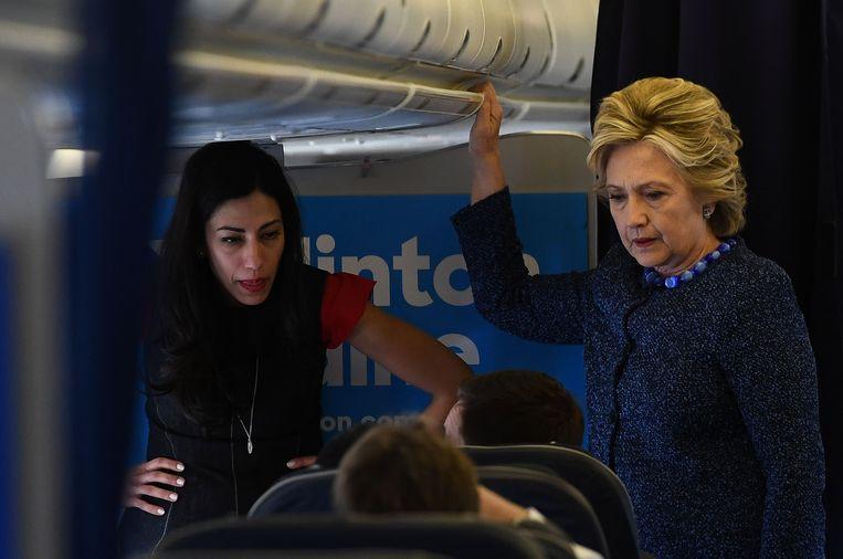 Clinton met haar medewerkster Huma Abedin.