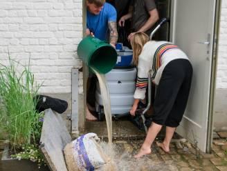 Afval door waterschade wordt maandag gratis opgehaald: inwoners moeten wel afspraak maken