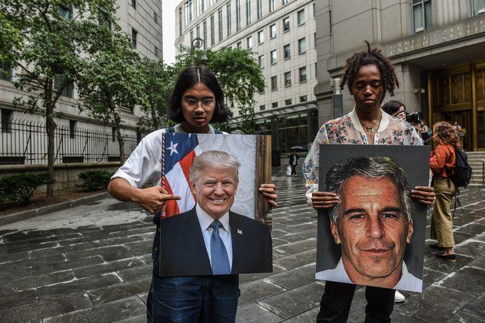 Manifestants devant le tribunal de New York.