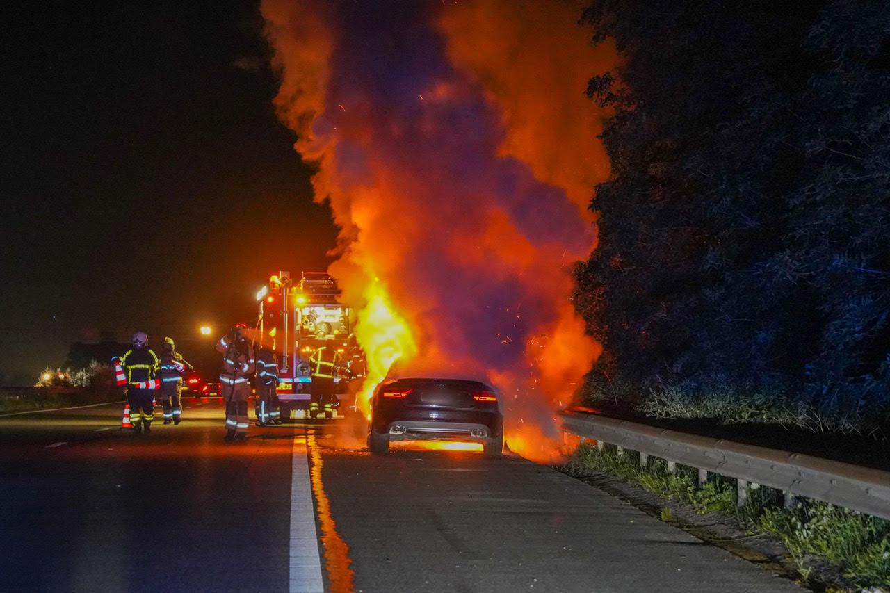 De autobrand op de snelweg A12 bij Zevenaar.