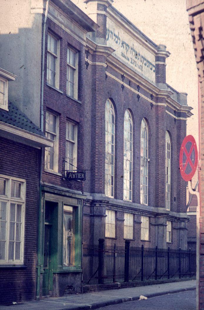 De Joodse Synagoge aan de Pastoorstraat in Arnhem op een foto uit 1970.