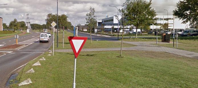 De Oude Veerhavenweg (links) wordt één richtingsweg naar station en Keersluisbrug, de Oost-Souburgseweg (rechts) wordt doorgetrokken naar de Prins Hendrikweg en wordt één richtingsweg naar A58 en Buitenhaven. Het monument voor generaal Deslaurens, rechts, moet verplaatst worden.