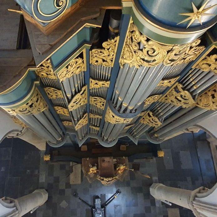Het Hille-orgel in de Grote Kerk van bovenaf