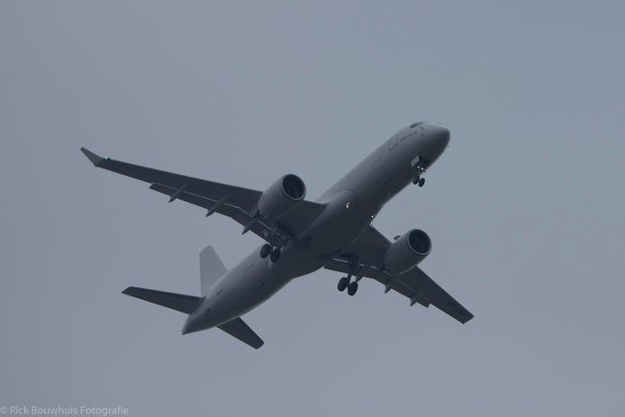 De fonkelnieuwe Airbus A220 landde donderdag op Twente Airport