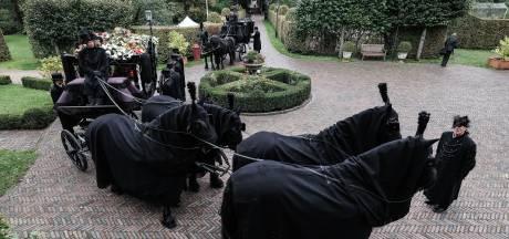 Friese paarden en dominee die koningspaar trouwde, vervolmaken uitvaart van Achterhoekse jonkheer