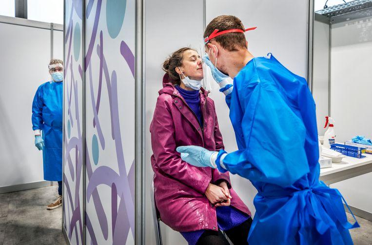 De XL-testlocatie Utrecht is na die in Groningen de tweede van de acht megagrote testlocaties die deze weken openen. Beeld Raymond Rutting / de Volkskrant