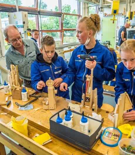 Weer 24 uur per dag kunst in Oldenzaalse etalages; 'Kunstenaars en winkeliers klikken steeds beter'
