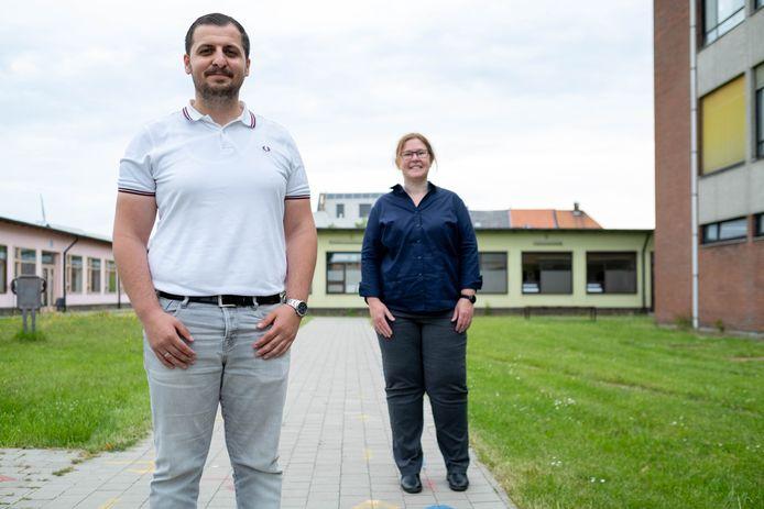WILLEBROEK Kersvers directeur van Atheneum Willebroek Serkan Bozyigit poseert met zijn adjunct Petra Colin op Campus Vaartland
