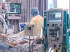 Le nombre d'infections en baisse, les hospitalisations augmentent encore