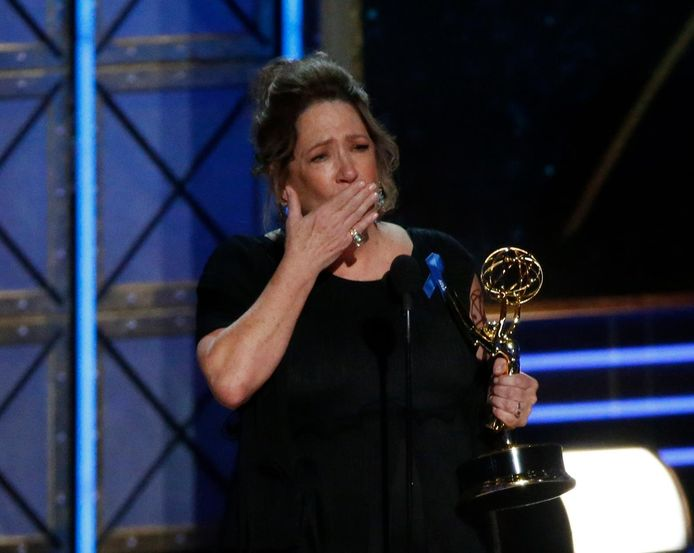 Ann Dowd très émue par sa victoire.