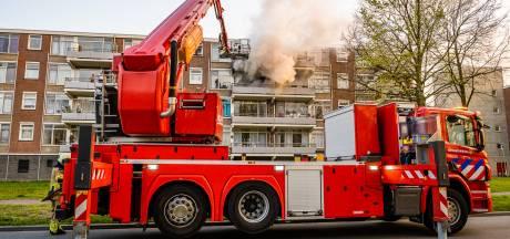 Appartement in Tilburg brandt volledig uit, bewoonster ademt rook in